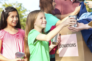 children-donating-to-charit